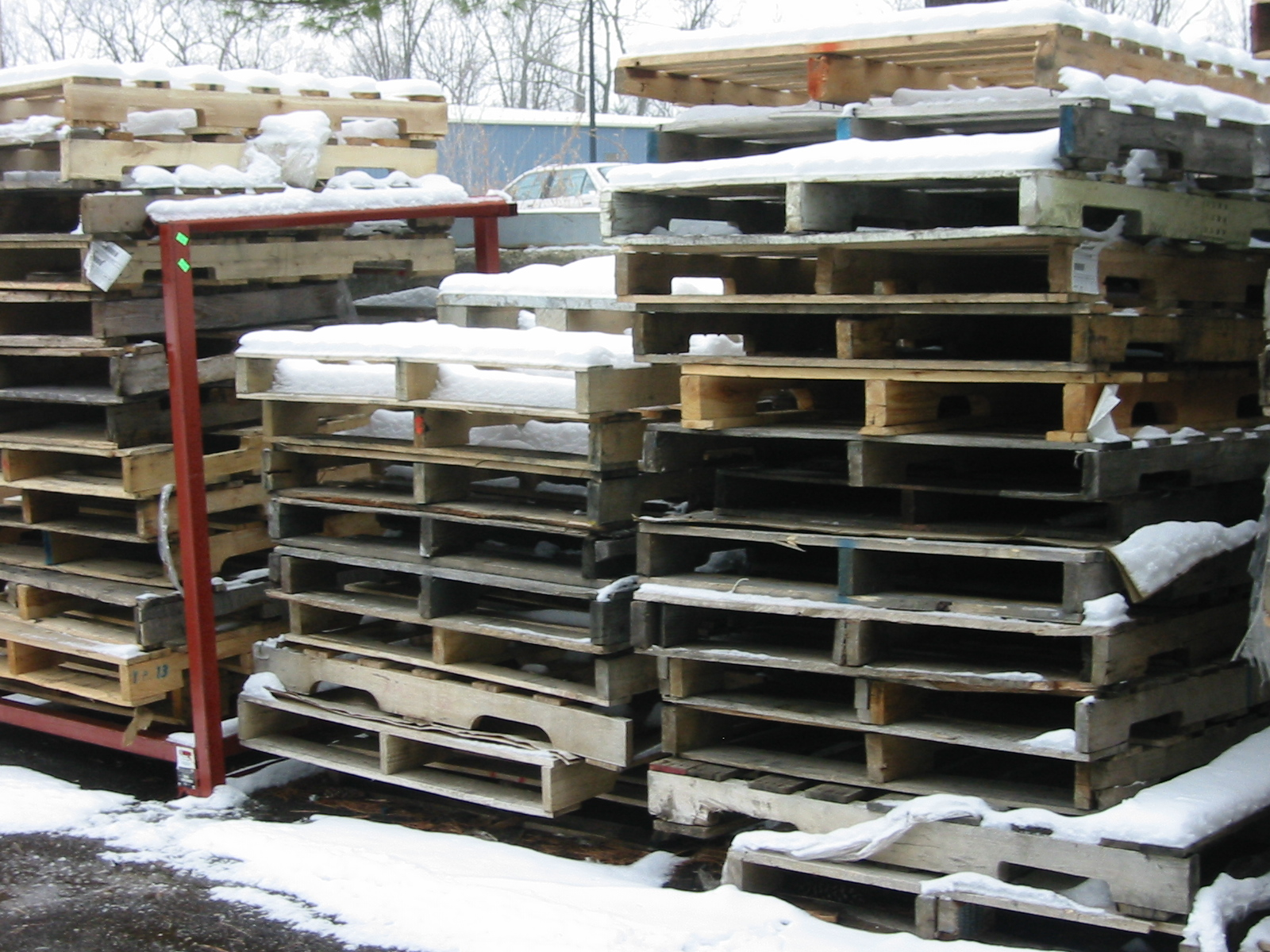 tidy_stacks_of_pallets