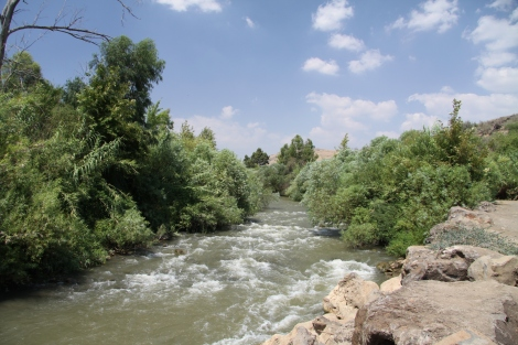 jordan_river_in_area_of_jordan_river_park_in_summer_2011_2